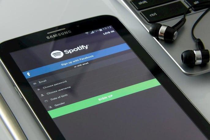 reproducir música de Spotify en alexa