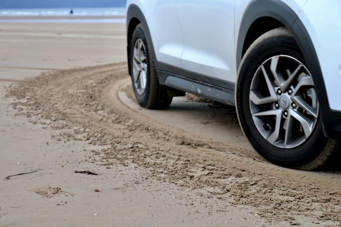 arena en el auto
